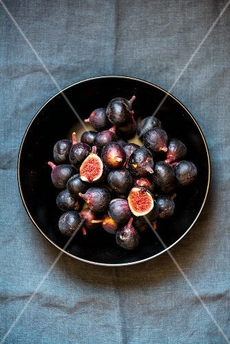 A bowl of fresh, red figs