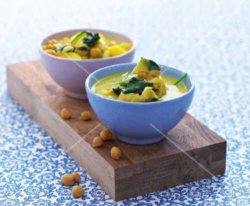 Chickpea soup with spinach