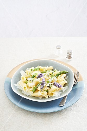 Pasta with a lemon and lavender cream sauce and green asparagus