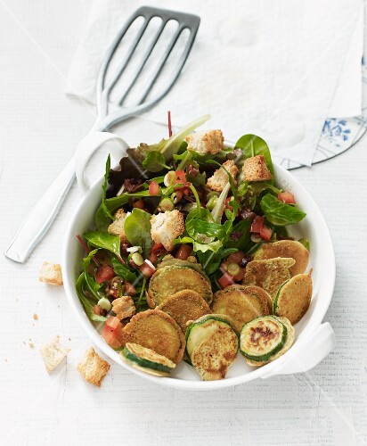 Vegan summer salad with courgette piccata