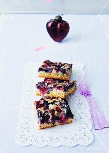 Vegan berry and marzipan tray bake for Christmas