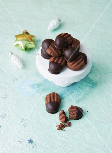 Vegan Madeleines with chocolate