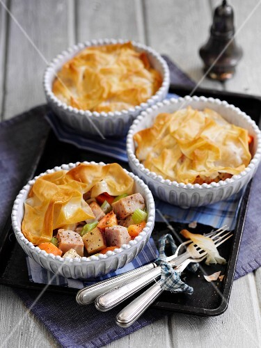 Ham and vegetable pies (England)