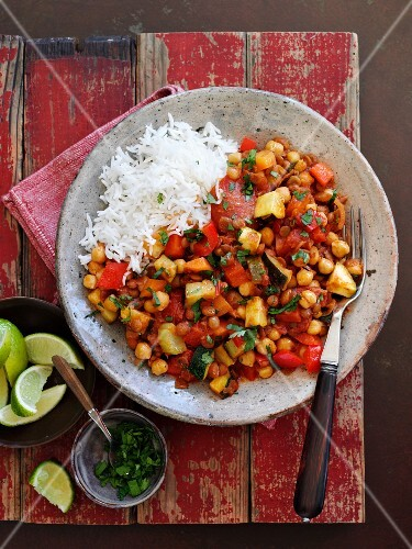 Vegetarian lentil chilli with rice