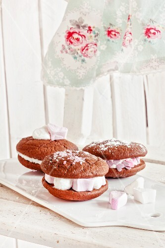 Whoopie pies with marshmallows