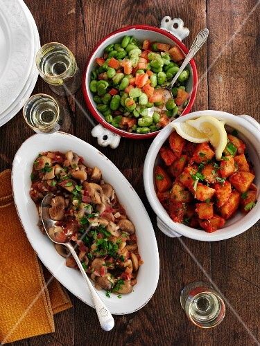 Three types of tapas in bowls
