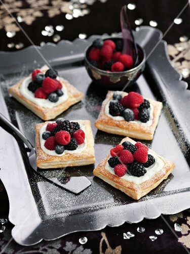 Puff pastry tartlets with berries
