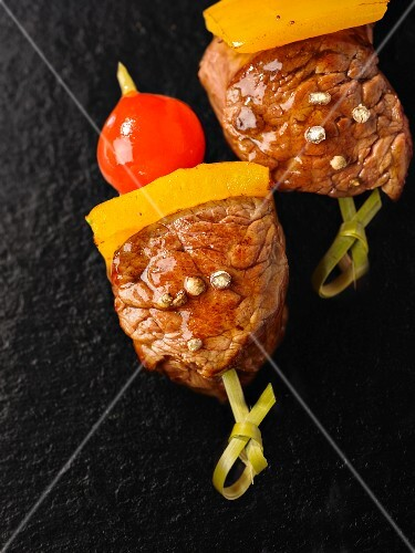 Beef and pepper skewers with cherry tomatoes