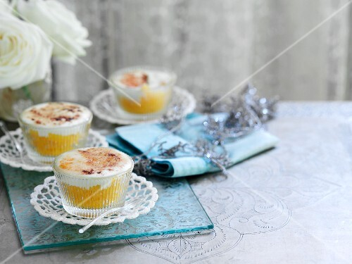 Gratinated peach desert with a cardamom cream topping