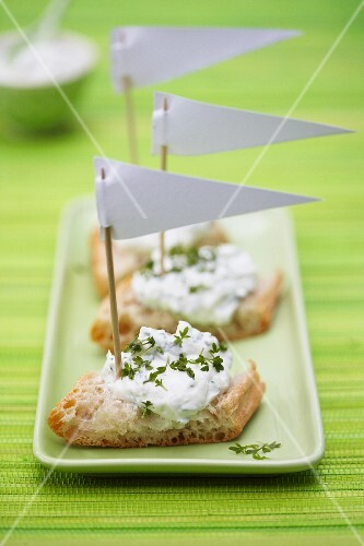 Herb quark on bread decorated with small paper flags