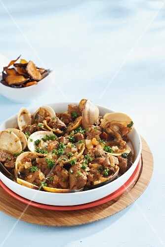 Braised pork with mussels