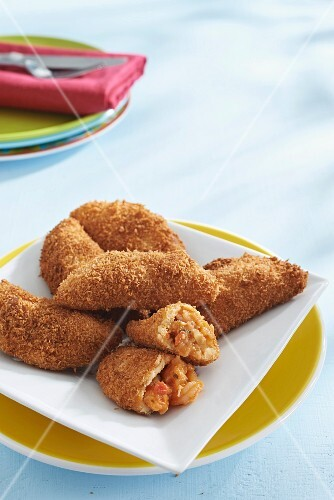 Fried prawns and chorizo pockets