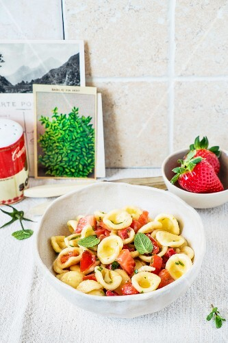 Pasta with fresh tomatoes and strawberries