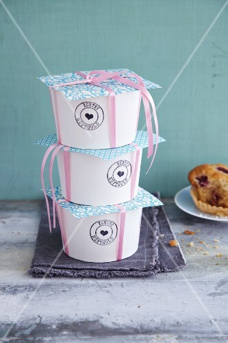 Paper cups as gift packaging for muffins