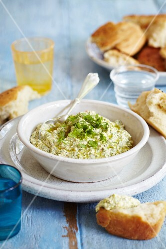Parsley and dill hommus with sesame seed bread
