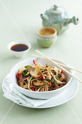 Fried noodles with Chinese cabbage, mushrooms and a cup of tea (China)