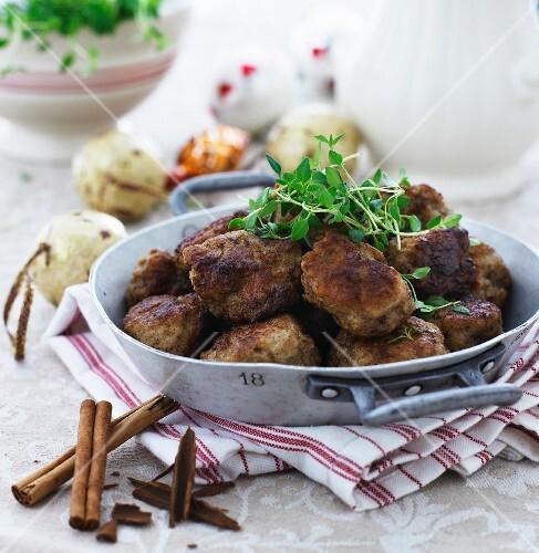 Beef meatballs with cinnamon