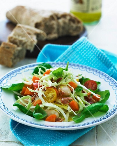 Mixed leaf salad with mussels served with wholemeal bread