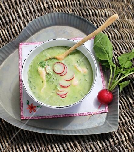 Radish leaf soup with char fillet