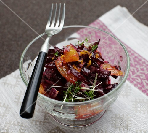 Winter beetroot salad with oranges and red onions