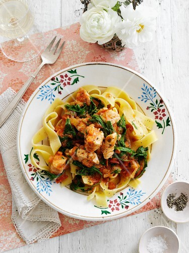 Tagliatelle with chicken and vegetables