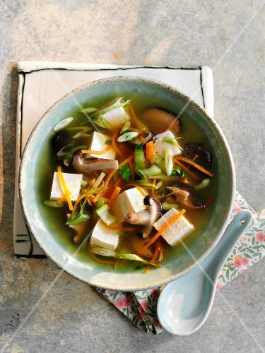 Clear broth with mushrooms and tofu (China)