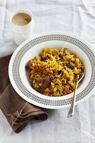 Rice with lamb, cashew nuts and raisins