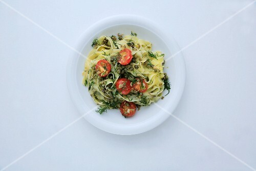 Tagliatelle with fennel, capers and tomatoes (seen from above)