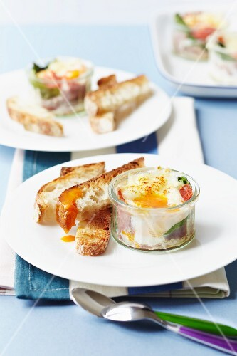 Baked eggs with spinach, tomatoes and ciabatta soldiers