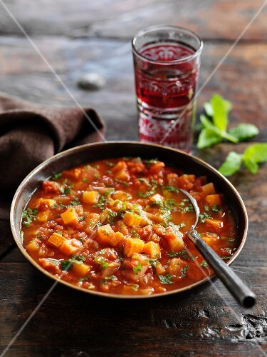 Spicy red lentil soup (India)