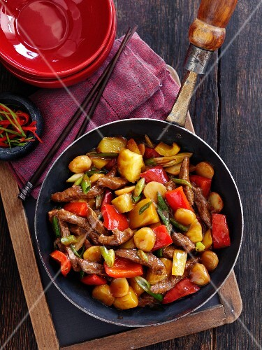 Sweet-and-sour beef with peppers and pineapple (Asia)