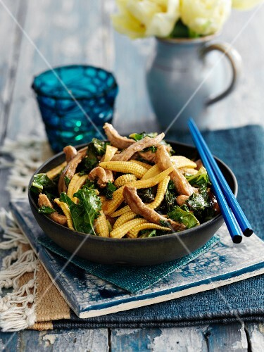 Teriyaki pork with baby corn and green kale (Asia)