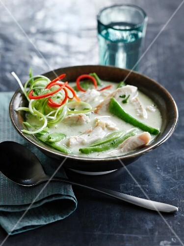 Green curry soup with chicken (Thailand)