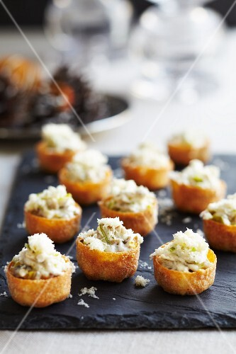 Croustades with a shrimp and cheese filled (Sweden)