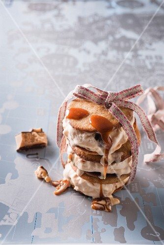 An ice cream and spiced biscuit sandwich