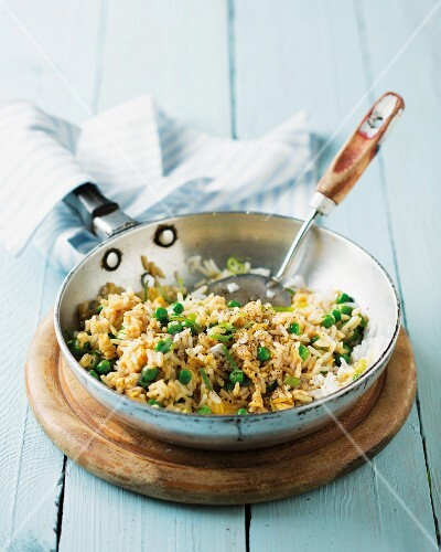 Fried rices with peas and egg