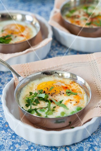 Oeufs cocotte with mushrooms and peas