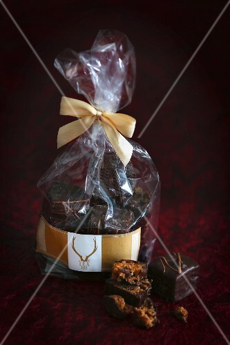 Gingerbread pralines in a packet