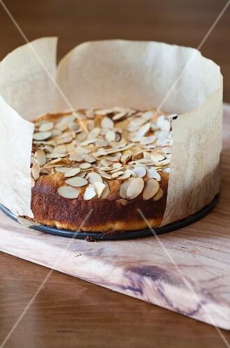 Lemon ricotta cake with almonds