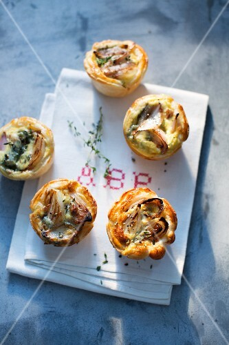 Shallot tartlets with thyme
