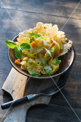 Farfalle with onions and carrots