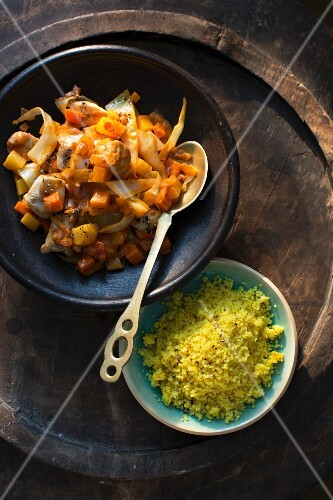 Onion and chicken stew with couscous