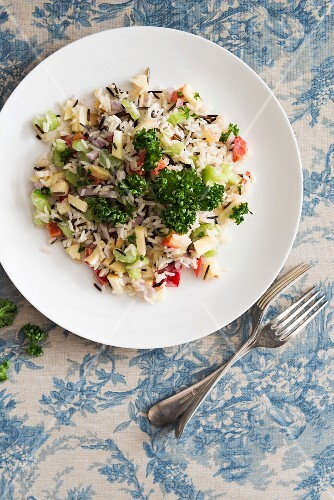 Wild rice salad with vegetables (seen from above)