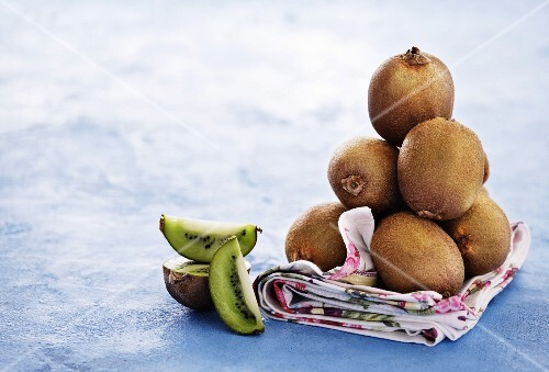 A stack of kiwis on a cloth
