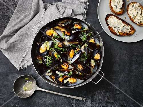 Mussels in a wine broth with Gorgonzola crostini