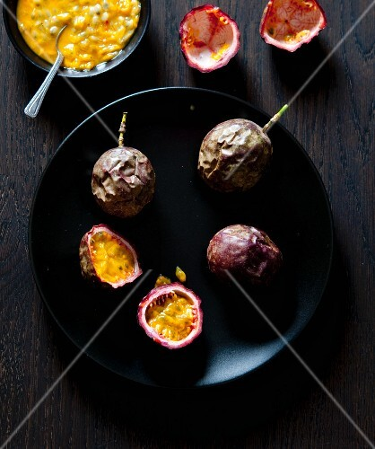 Passion fruits, whole and halved (seen from above)