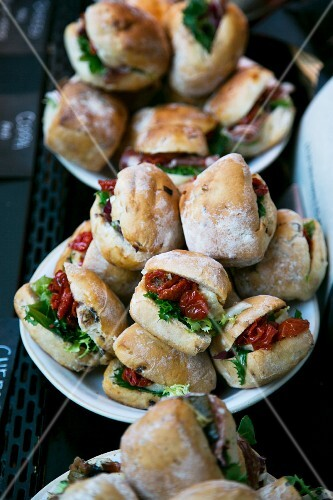 Mini sandwiches with dried tomatoes, aubergines and lettuce