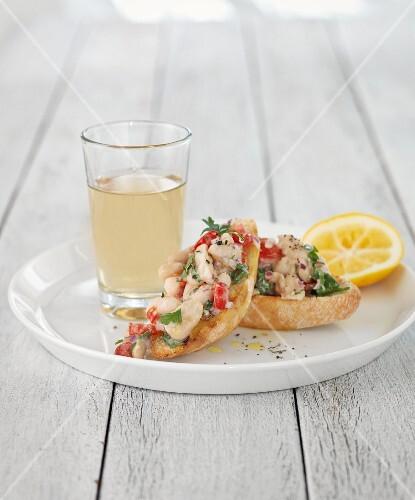 Crostini with fish, tomato and parsley