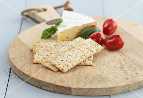 Camembert with poppy seed crackers and tomatoes