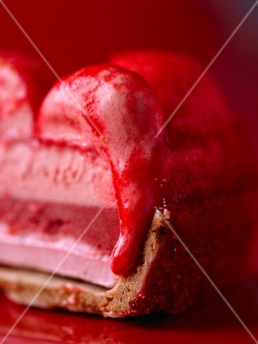 An ice cream cake with strawberry ice cream and fruit sauce (detail)
